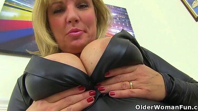 solo finger older women