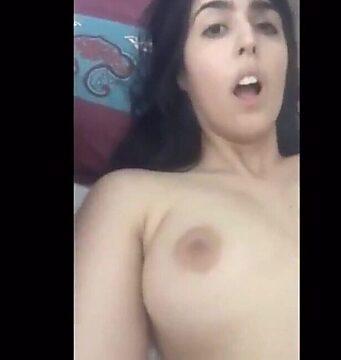 novinha masturbando