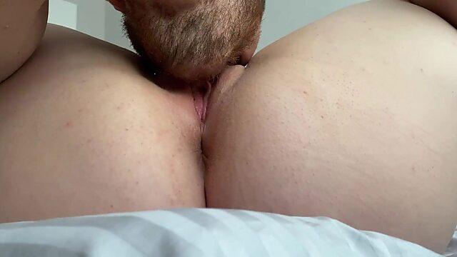 guy fingering wet pussy
