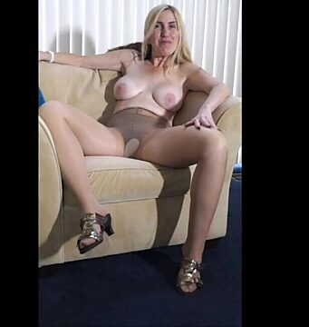hairy mature stripping
