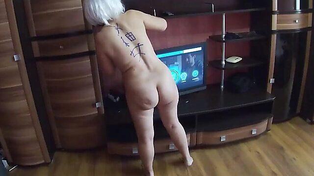 amateur on her knees